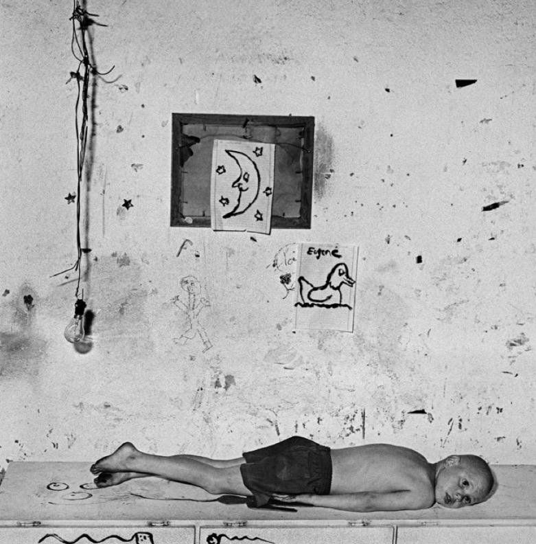 Roger Ballen, Under the Moon, 2000 Edition 12/20 40 x 40 cm © Roger Ballen / Courtesy Galerie Karsten Greve