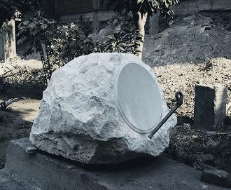 Vincent Voillat, Antenne satellite de pierre,No.1, le Caire, 2015 Pierre sculptée, système de réception d'antenne parabolique, 70 X 70 X 100 cm