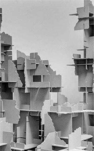 Vincent MAUGER Sans Titre, 2018 -Plaques de Valchromat gris assemblées et cassées Dimensions variables