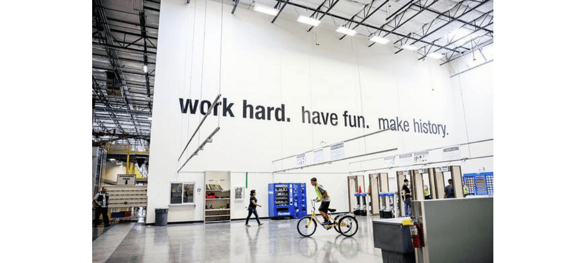 14/04▷14/05 – WORK HARD. HAVE FUN. MAKE HISTORY. – DELTA STUDIO – ARTIST RUN SPACE ROUBAIX