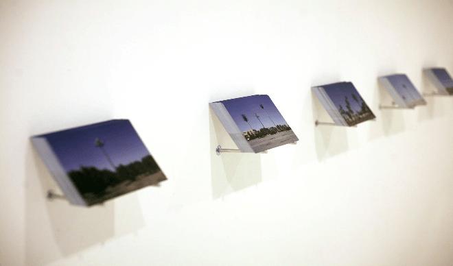 Oussama Tabti, Fake, 2018. Installation : cartes postales sur présentoirs, 10,5 x 15 cm