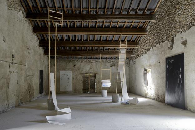 Une place à l'ombre, une exposition en duo avec Delphine Pouillé et Frédéric Houvert au château de Poët-Célard
