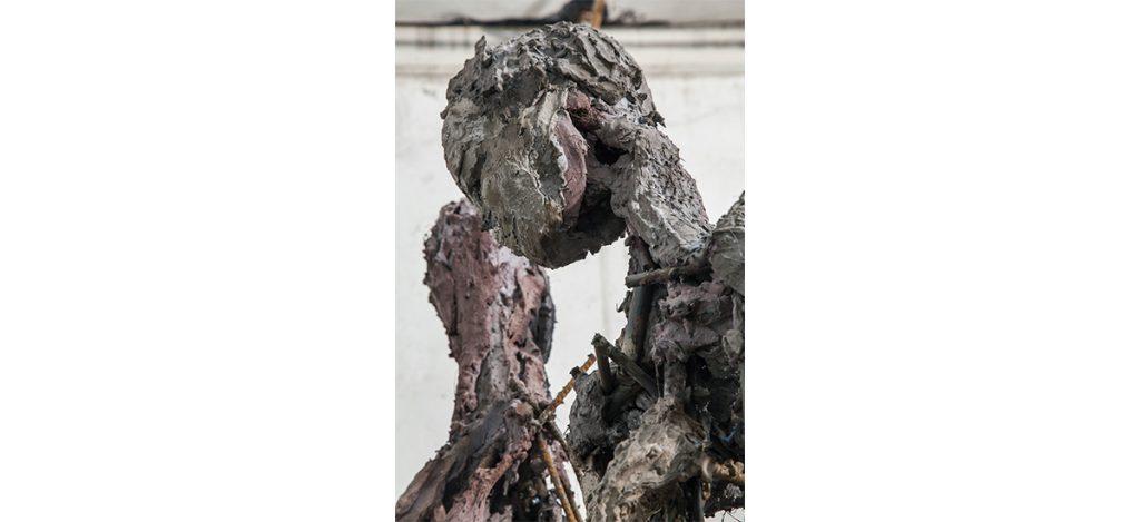 Lionel Sabatté, Human condition, Ferraille, ciment, fibres végétales, pigments, dimensions variables, 2017 Crédit photo : Fondation Loo & Lou