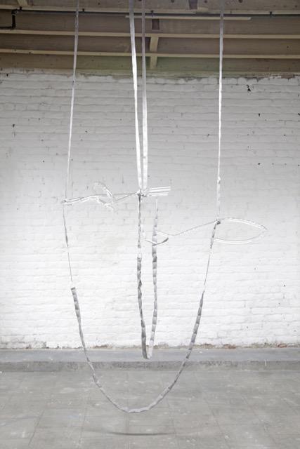 Fanny Gicquel « Passent les heures, près de moi », 2019 Verre, coton, suédine, métal